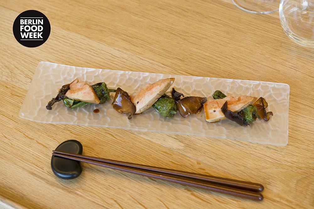 BFW2014_Presse_FoodClashCanteen_AlbertRaurich_Tsukudani_mit_Seeteufelleber__Pimientos_de_Padron__Shii_Take_und_Wakame